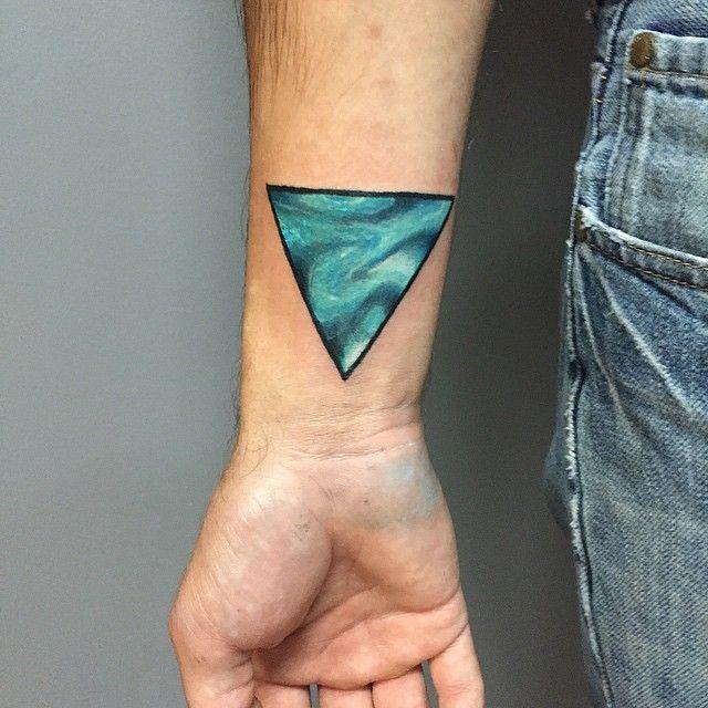 triangle tattoos dreieckiges tattoos dreieck tattoo und tattoos mit bedeutung