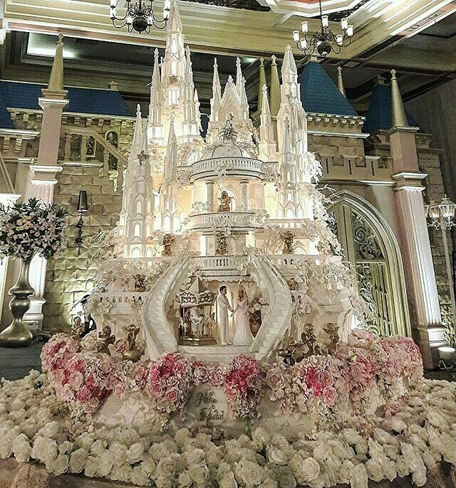 Pin By Pretty Liv On Dream Weddings Huge Wedding Cakes