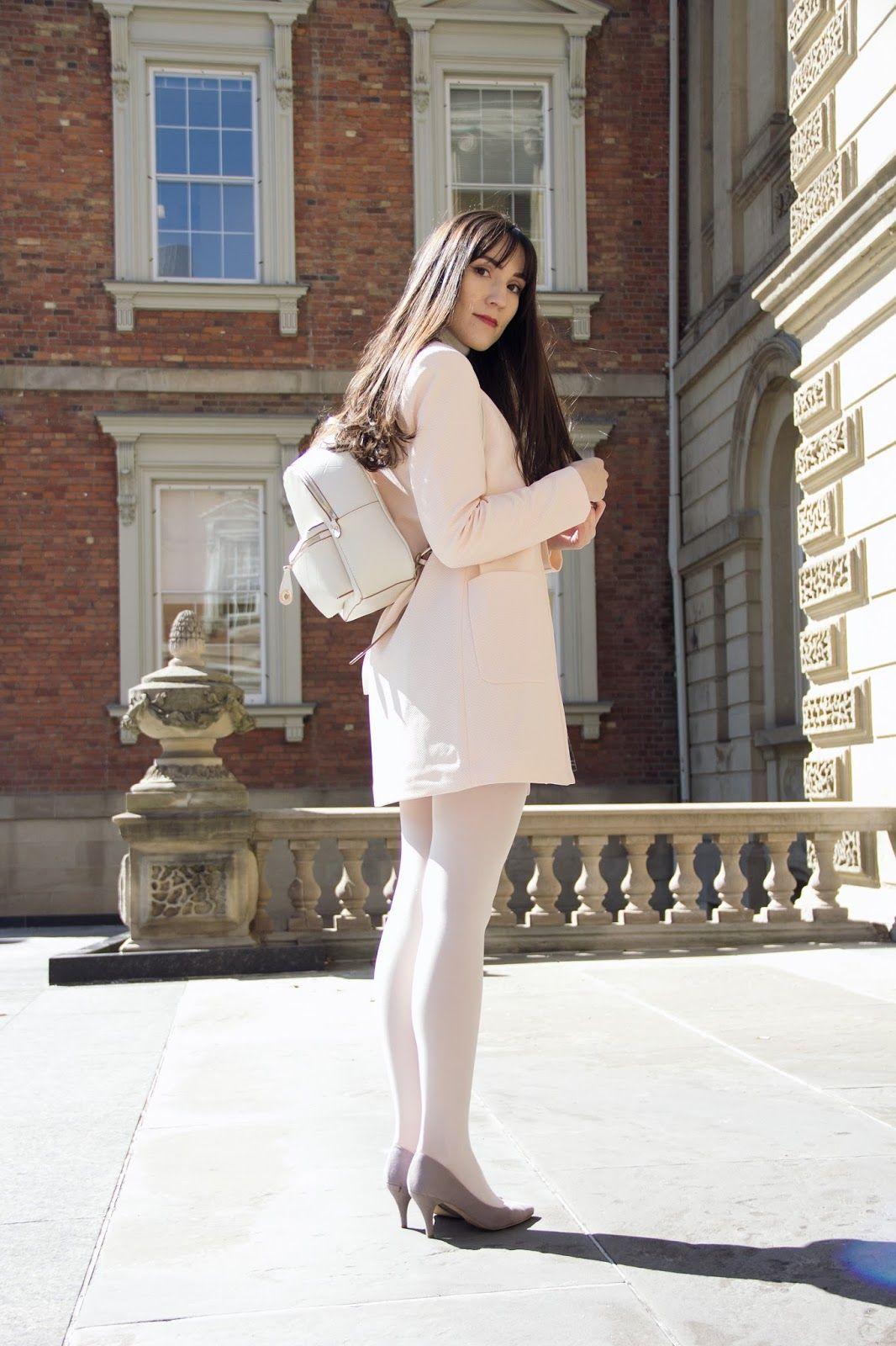 foto de Toronto Fashion Blogger in 2019 White tights Pantyhose