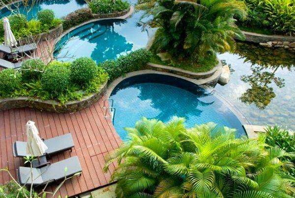 Decorar un jardin con piscina palmeras ideas para la for Ideas piscinas jardin