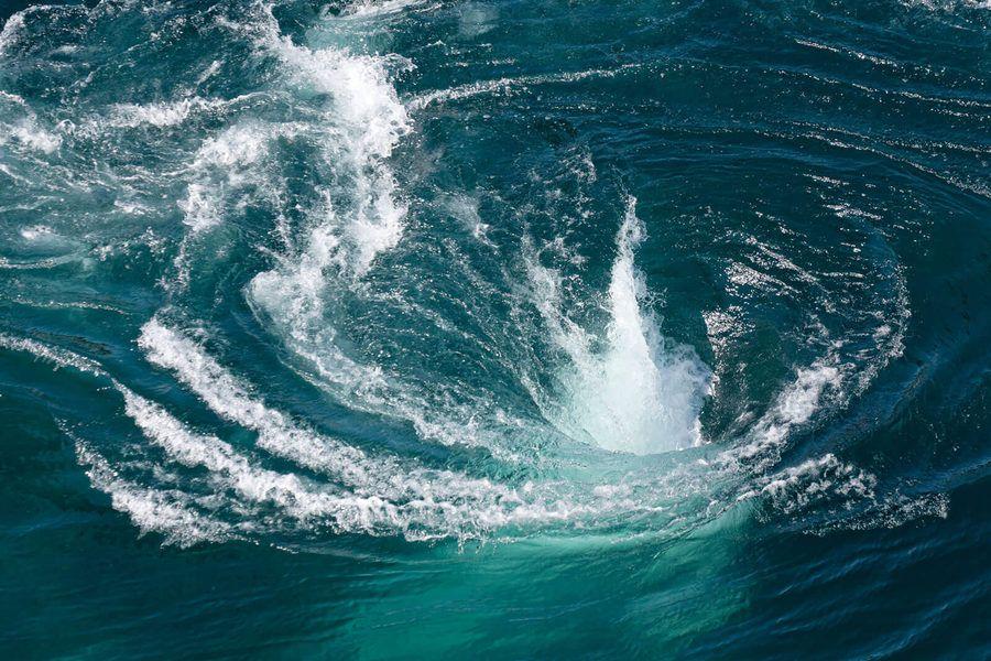 Ocean Maelstrom Moskstraumen maelstrom...