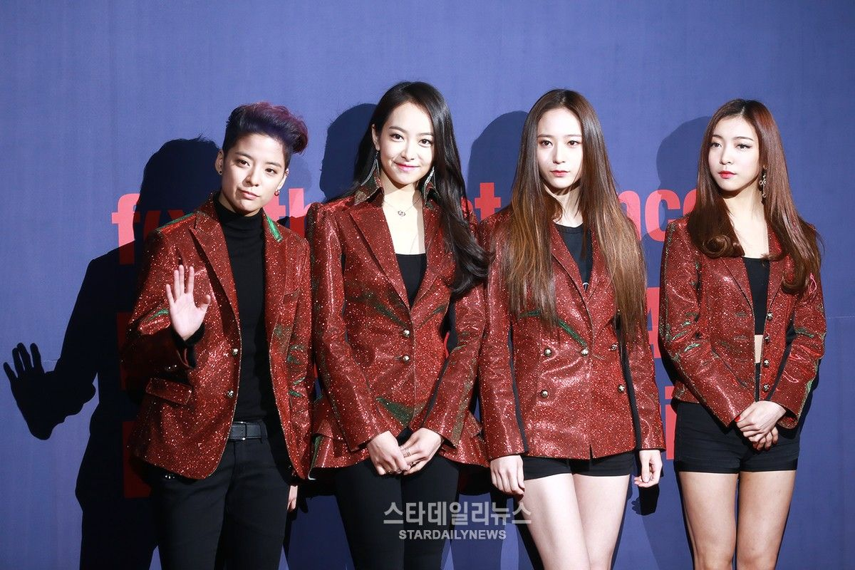 F X Announces Official Fan Club Name During First Solo Concert Kpop Girls Korean Girl Groups Concert Outfit