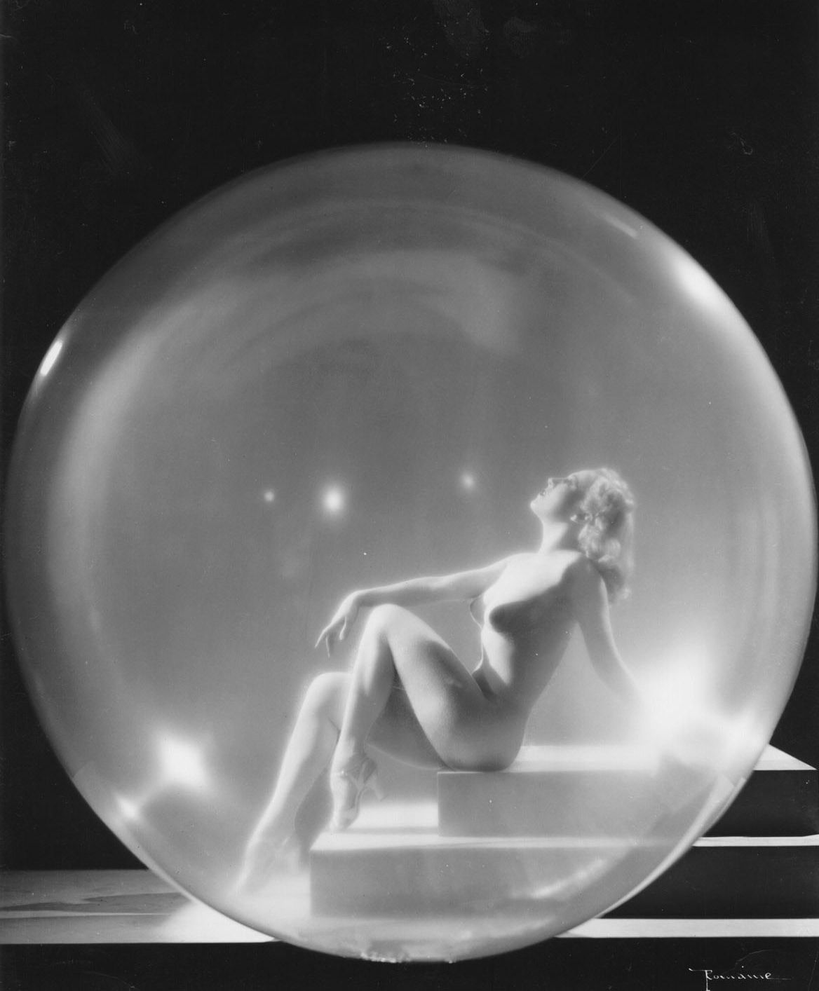 Sally Rand In A Bubble 1942 Source: Missouri Valley