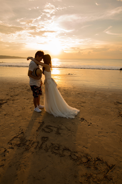 砂に文字を書いて 2人だけの記念日を思い出に残