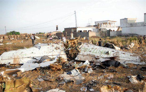 Pakistán lanzó una investigación después de que un avión Boeing 737 se estrellara en la noche del viernes cuando intentaba aterrizar en medio de una tormenta, causando la muerte de las 127 personas que se encontraban a bordo.