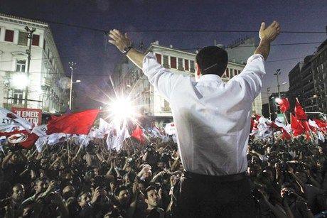 Alexis Tsipras, líder do Syriza, eleito primeiro ministro da Grécia em janeiro de 2015, impondo  uma formidável derrota às políticas de austeridade econômica conservadoras e apresentando uma alternativa à esquerda para a crise que paralisa a Europa.