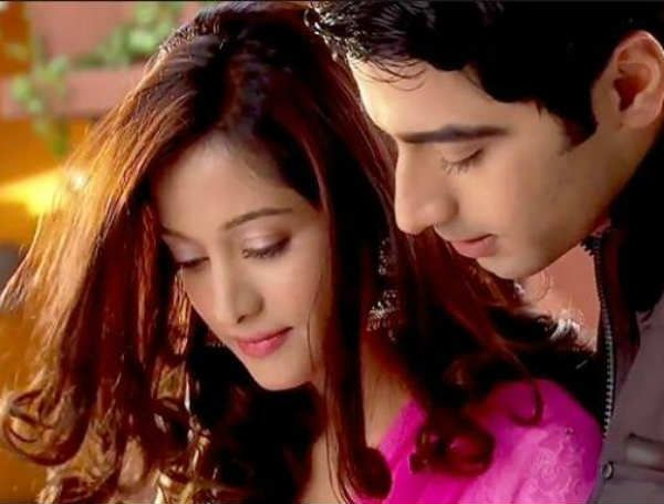 Beintehaa-Aaliya and Zain to make love- Watch promo http://www.musicyouluv.com/news/beintehaa-aaliya-and-zain-to-make-love--watch-promo