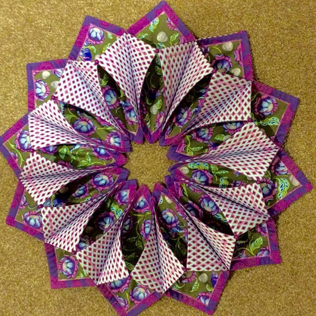 This was so much fun. I can't wait to make another. Look for a class at #sewinglyyours #tulapink #foldnstitchwreath #poorhousequiltdesigns