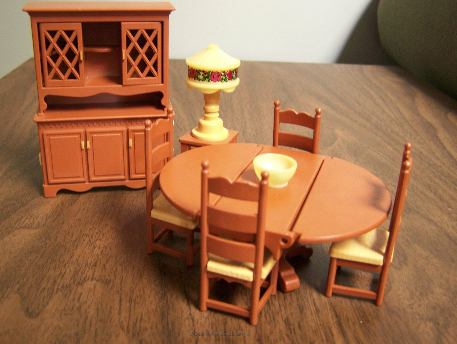 Vintage 1980 Fisher Price Loving Family Dollhouse Furniture   Dining Room  Set   Drop Leaf Table  4 chairs  China Cabinet   Hutch  and Lamp. Fisher Price Loving Family Dollhouse Furniture Set   Bathroom