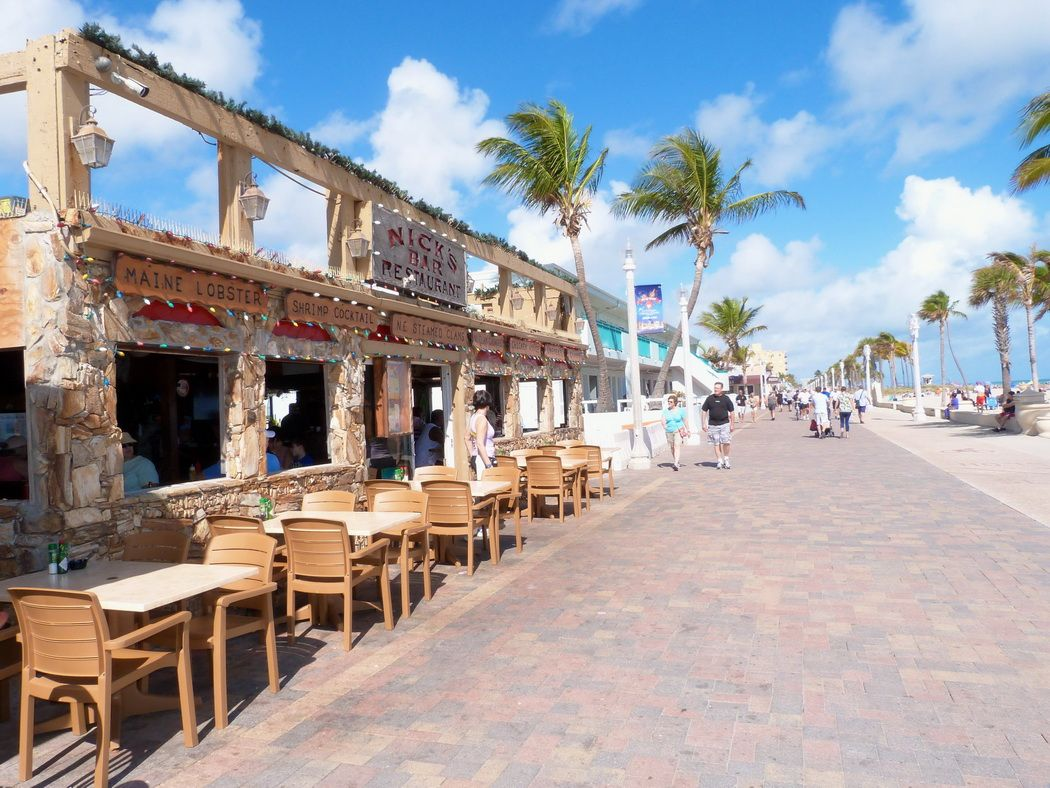 dining venues and cafes along the hollywood beach boardwalk