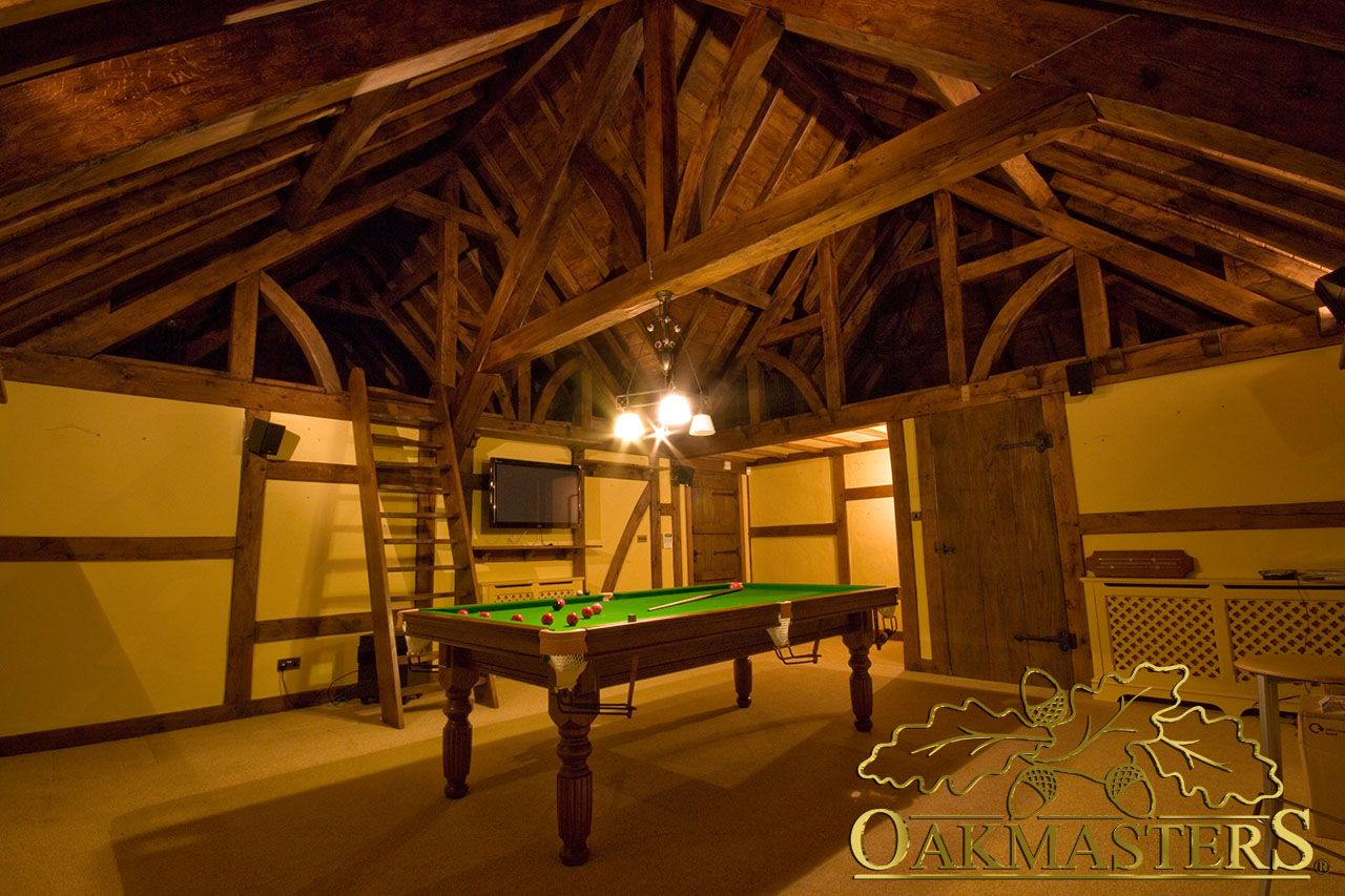 Enjoy your free time in a warm atmosphere created by oak trusses, beams and rafters.