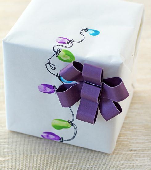 Gift Wrapping, thumbprints as Christmas bulbs