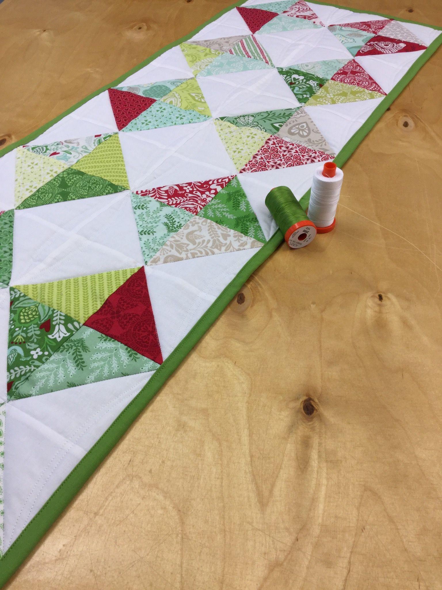 Anleitung Fur Einen Tischlaufer Mit Half Square Triangles Nahen