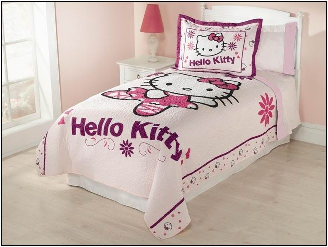 Decorez La Chambre De Votre Petite Fille Avec Hello Kitty Theme Decor De Maison Decoration Cha Decoration Maison Chambre Hello Kitty Decoration Chambre