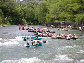 Tubing o the guadalupe river a 1 mile stretch of the for Floating the guadalupe river cabins