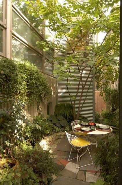 Enclosed small space back garden | Gardening | Pinterest | Small ...