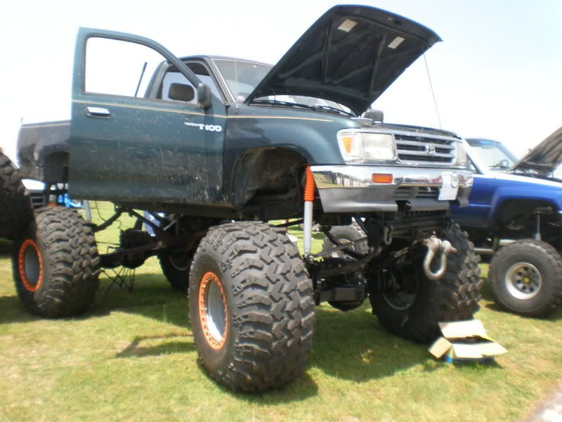big 4x4 lifted trucks t100 30 lift 45 tires and ready for this a 500ci chevy big. Black Bedroom Furniture Sets. Home Design Ideas