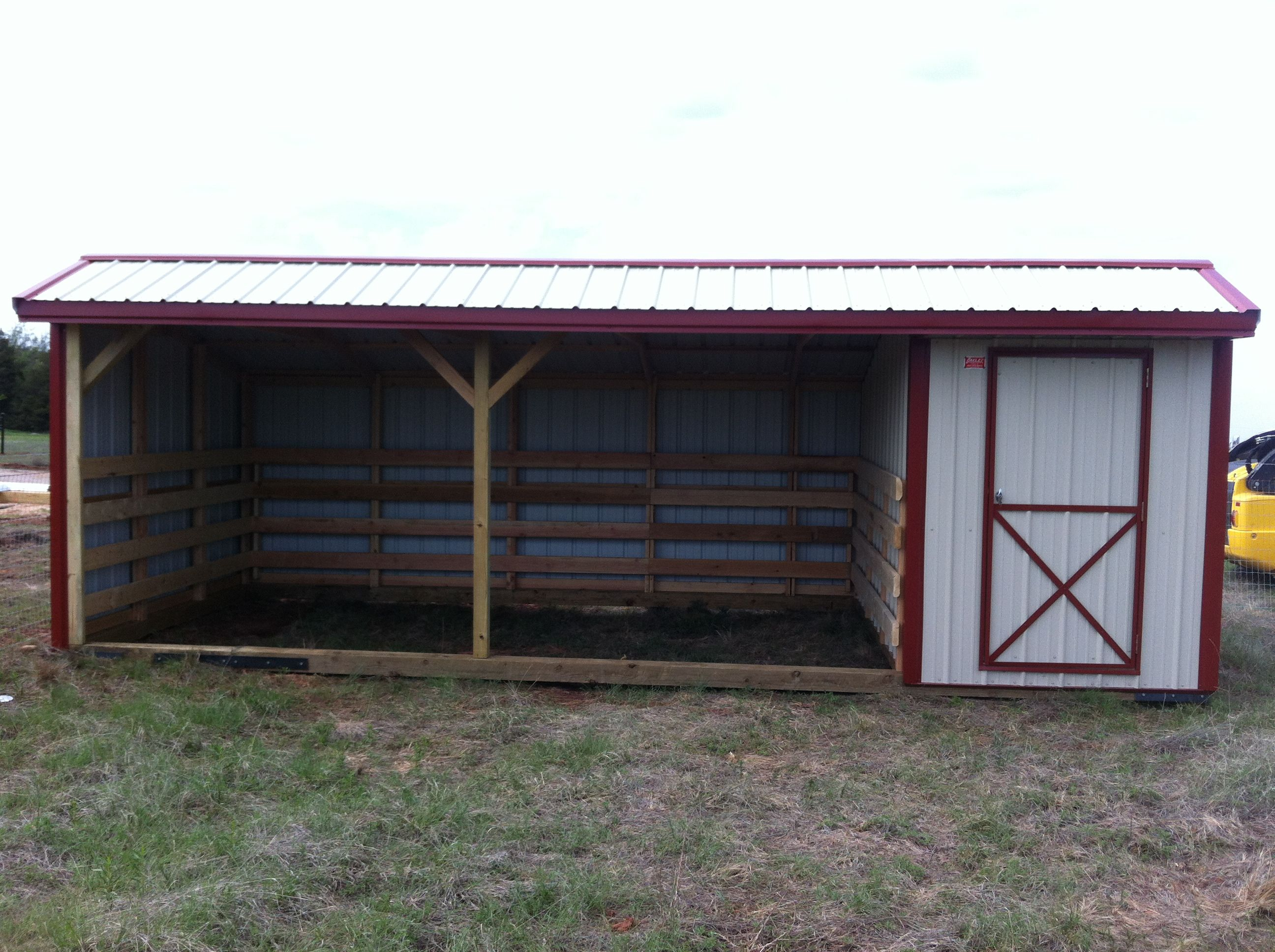 Horse barns run in sheds and horse stalls are small and portable