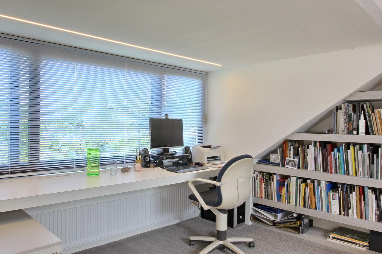 Ontwerp en verbouwing van een zolderverdieping tot werkkamer en