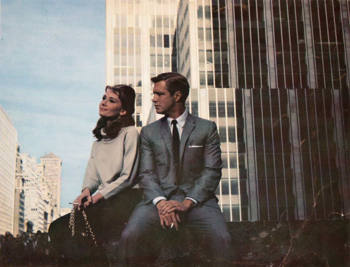 Audrey Hepburn and George Peppard in Breakfast at Tiffany's directed by Blake Edwards, 1961 d - Flashbak
