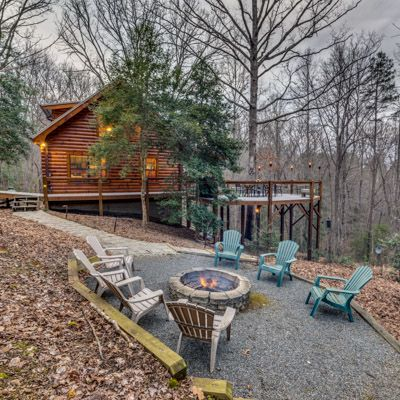 Escape to blue ridge cabin lake 39 s trail with a dock on for Lake blue ridge fishing