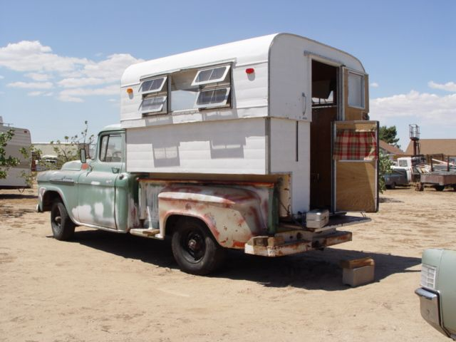 DOUGS VINTAGE TRAILERS