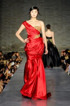 Us Fashion Designers Take Trunk Shows To China With Images Fashion Fashion Design Marchesa Gowns