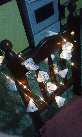Light Garland!  Luces blancas con conos hechos con blondas cortadas a la mitad.