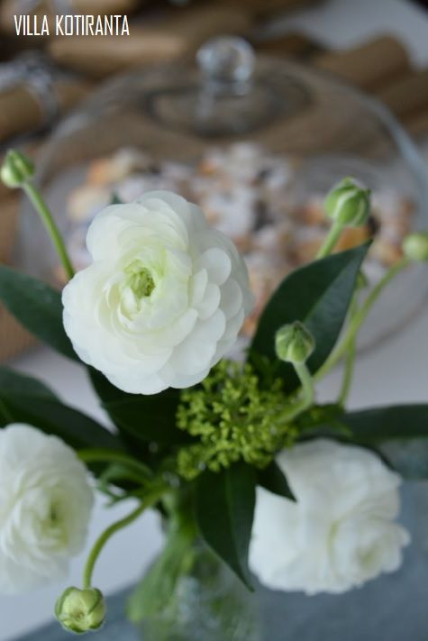Photographs in co-operation with LaFilia boutique & Mäntsälän Kukka -flowershop.   Photos taken in a home of four, in Puistola, Helsinki Finland.   Scandinavian home, interior design, black & white, vintage, Christmas
