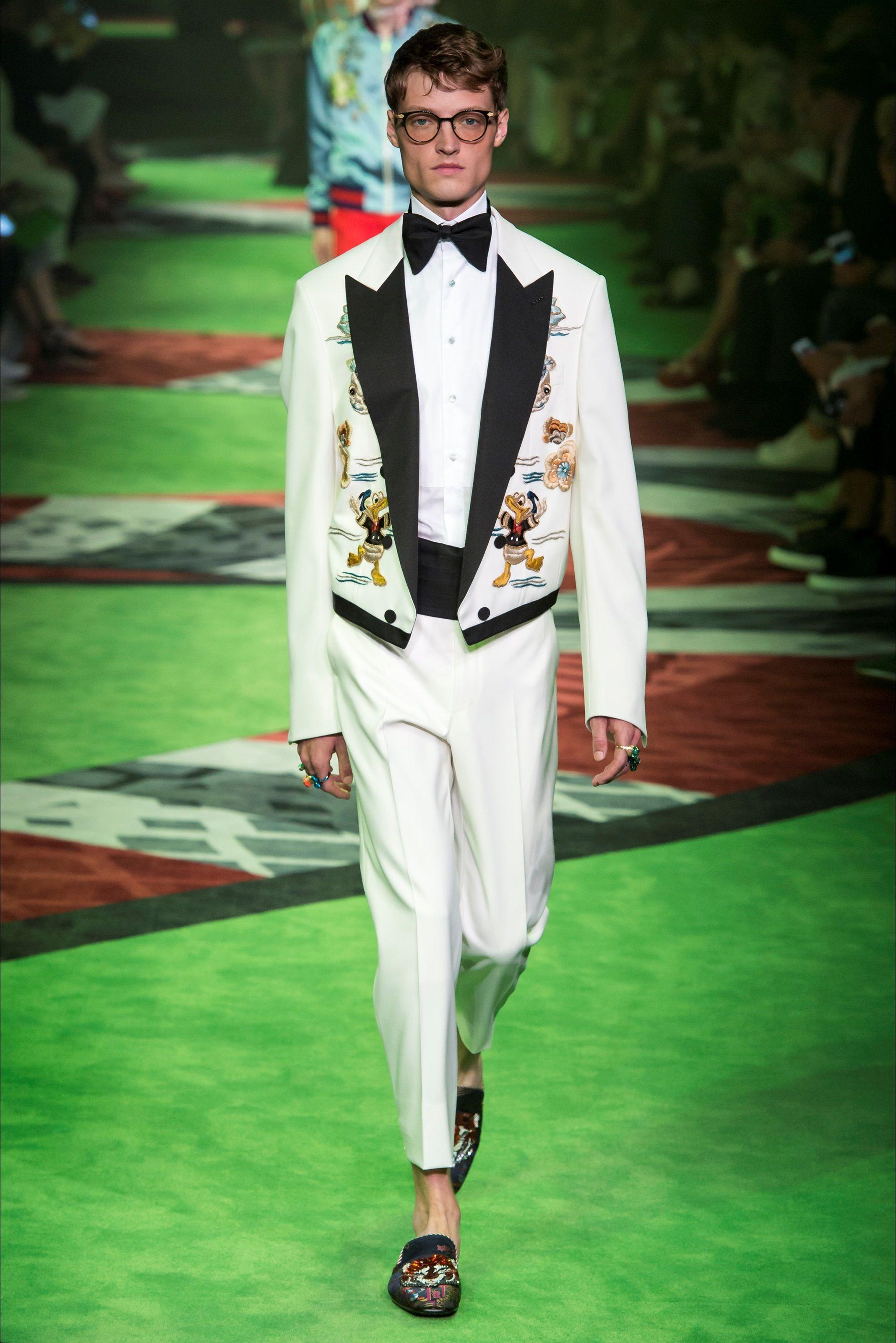 Sfilata Moda Uomo Gucci Milano - Primavera Estate 2017 - Vogue ... 63751d0fa4aa