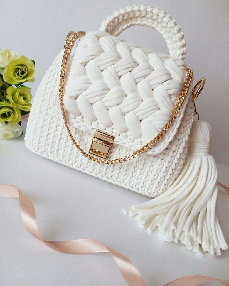 Favorite Free and Easy Great Look Crochet Bag Patterns for 2019 - Page 2 of 10 #bagpatterns