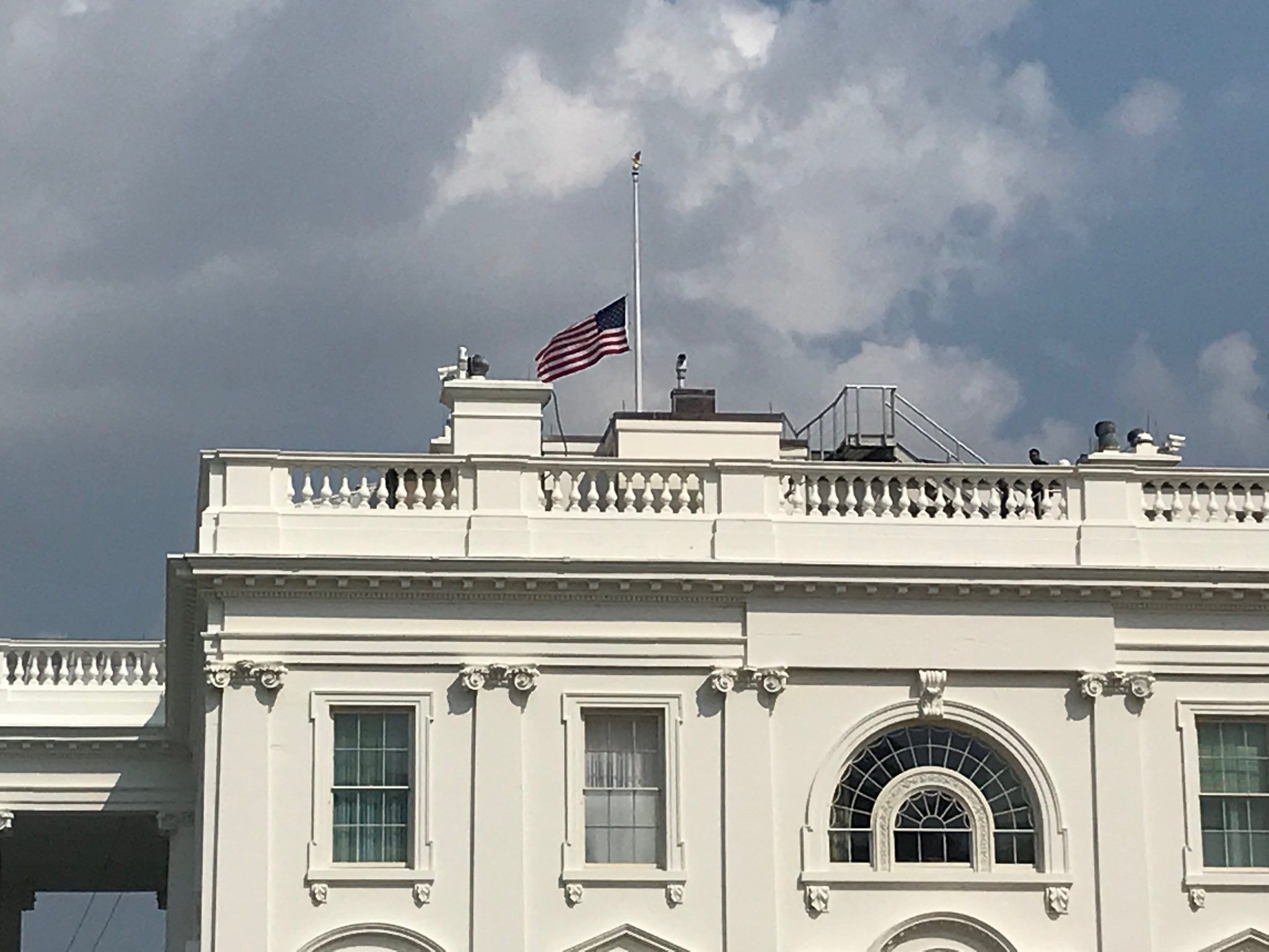 White House Lowers Flag To Half Staff After Facing A Brutal Backlash For Disrespecting John Mccain John Mccain White House Lower