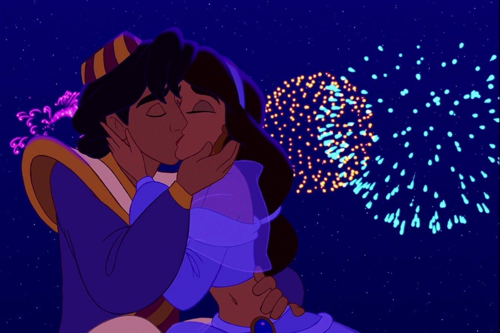 Картинка мультфильма целуются