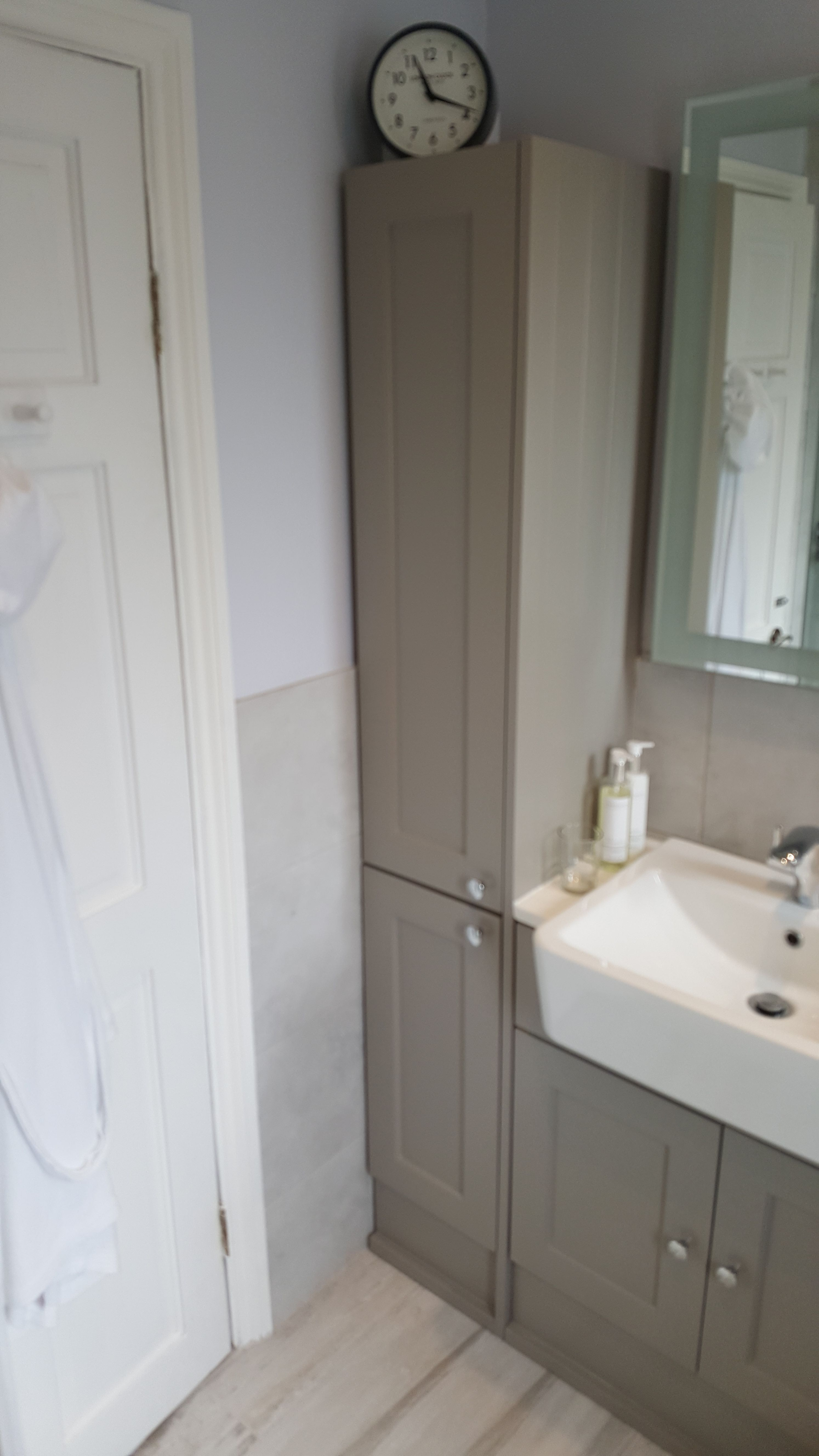 Roper Rhodes fitted furniture in 2019 | Bathroom, Fitted ...