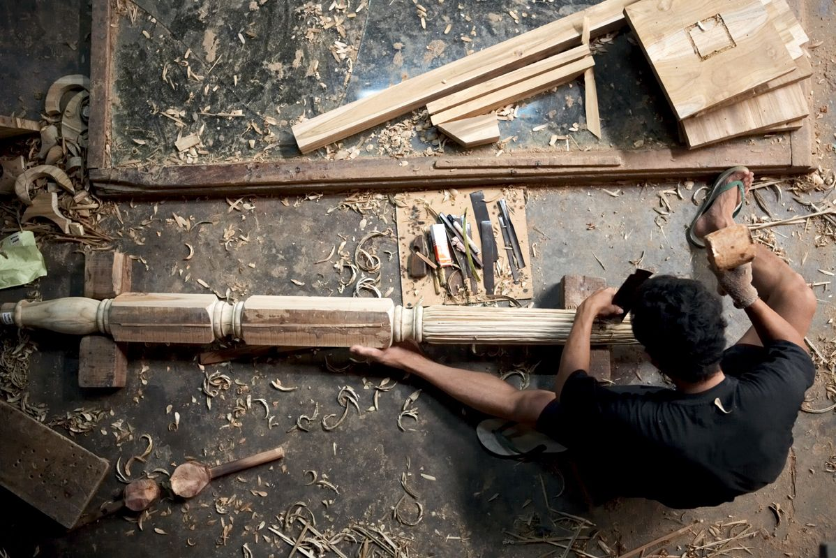 As the island of LOMBOK succumbs to the trappings of modern day life, its traditional wooden houses are being knocked down and replaced with alternatives. LOMBOK is rescuing the gorgeous teak planks and using them to build its furniture. Its pieces have a real past.