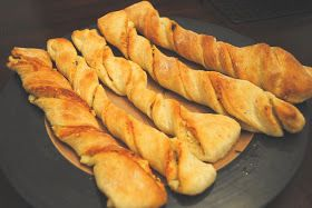 Round Table Garlic Twist Recipe.Parmesan Garlic Breadsticks They Look Like The Ones I Love From