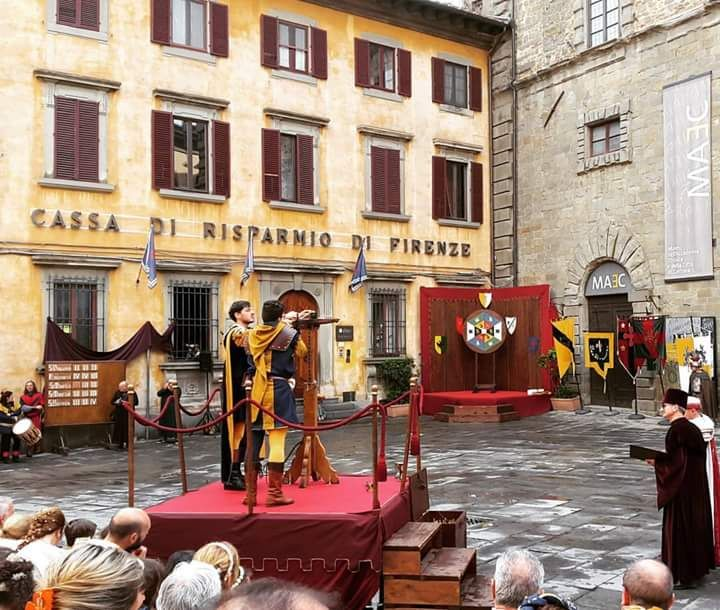 hotelitaliacortonaCrossbow Comp of the Archidado Medieval Tournament...Yesterday in Cortona #Crossbow #Tradition #historical #Cortona #Events #Dressingup
