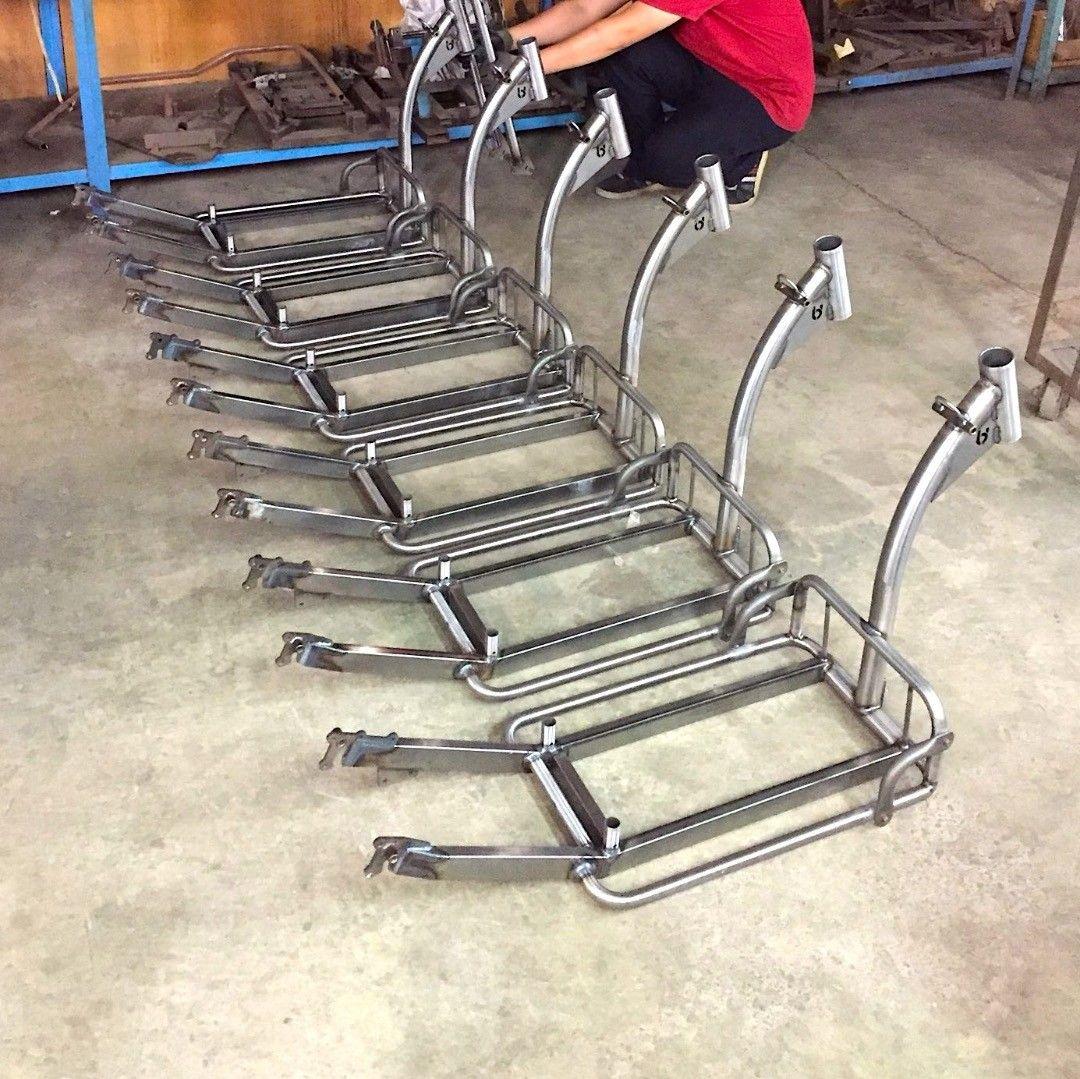 The first pre-series #handmade steel frames of our super heavy duty #fattire electric scooters are ready for paint! #electricscooter #handmadebikeframe #bikeframe #steelframe #urbanscooter ##floaters #efloater #kickboard #boostedboards #electrickickboard #urbanelectric #kickscooter #electrickickscooter #ebike #urbandrivestyle #handmadebike