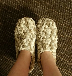 Bernat baby blanket yarn slipper pattern