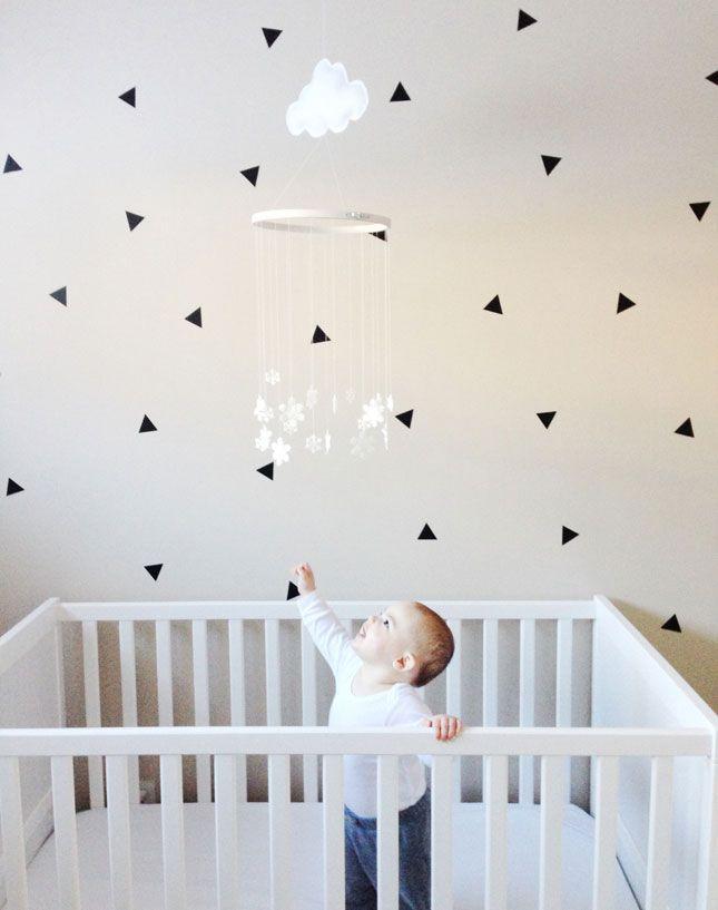 74aa51253d0cb5 Sticker mural triangle noir pour une déco graphique et moderne - My ...