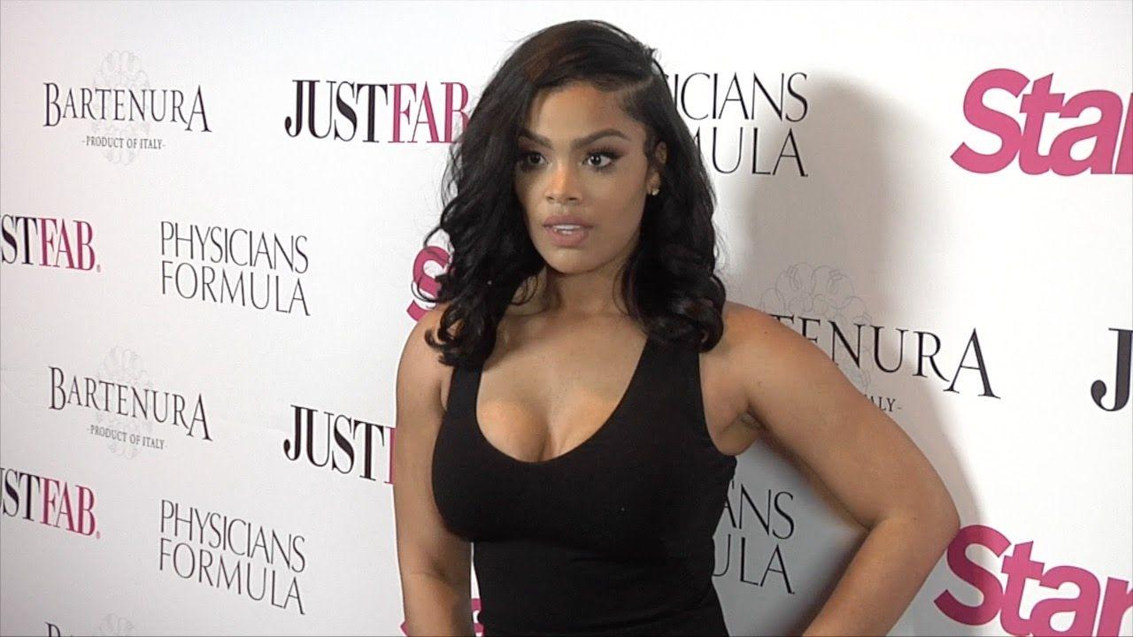 Mehgan James Star Magazines Hollywood Rocks 2016 Red Carpet