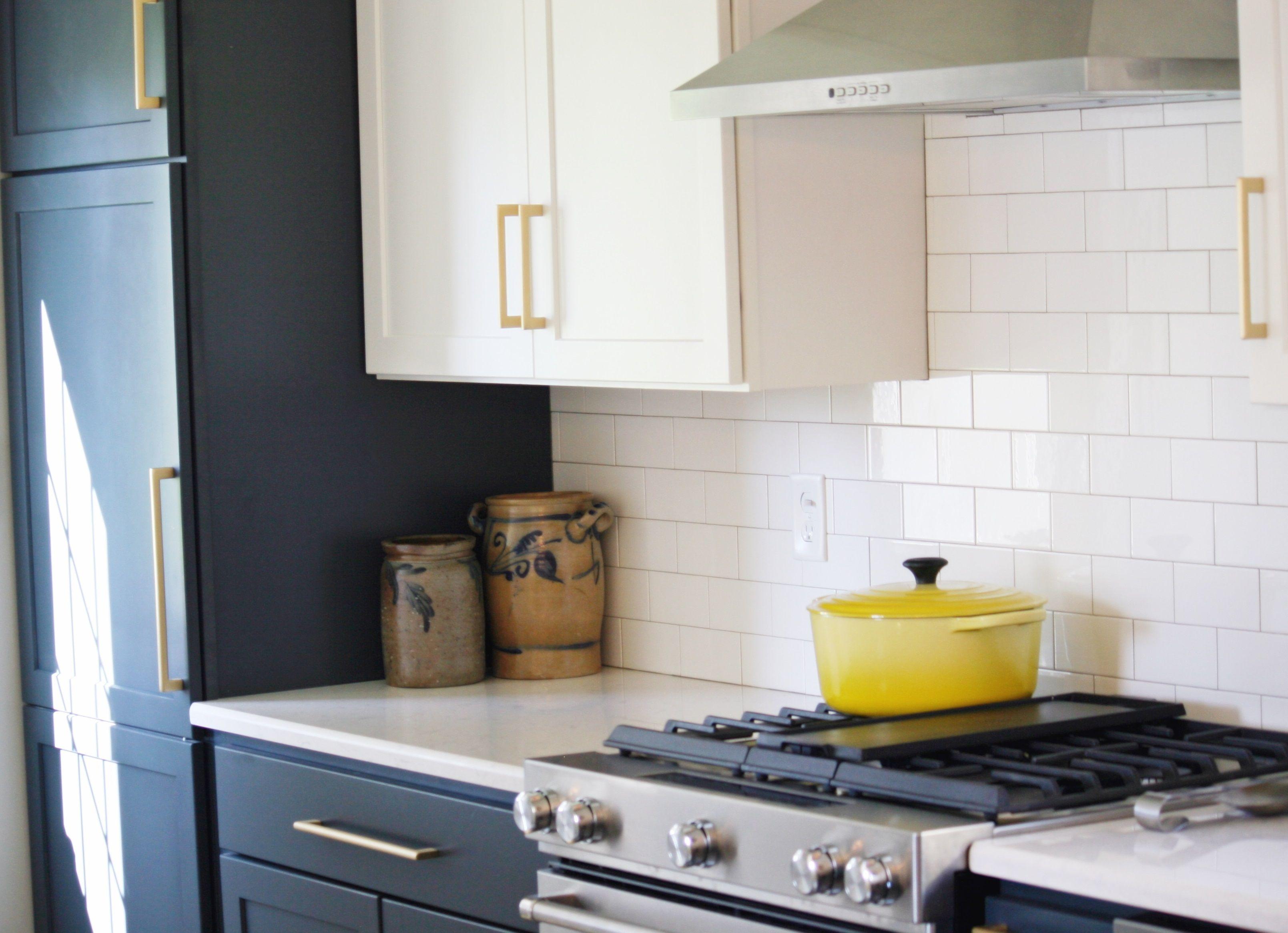 Homecrest Cabinetry Alpine White Cadet Blue On Sedona Door Style Kohler Whitehaven Sink Brizo Faucet Litze Kitchen Design Kitchen Remodel Home Kitchens