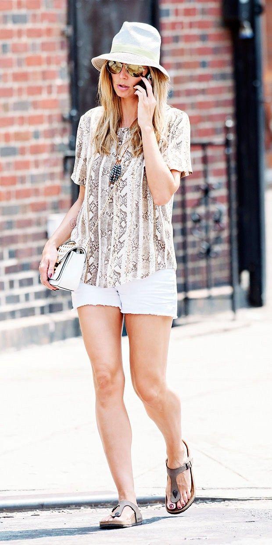 Heidi Klum 5 9 Quot Wearing Gizeh Hardbed Birkenstocks In
