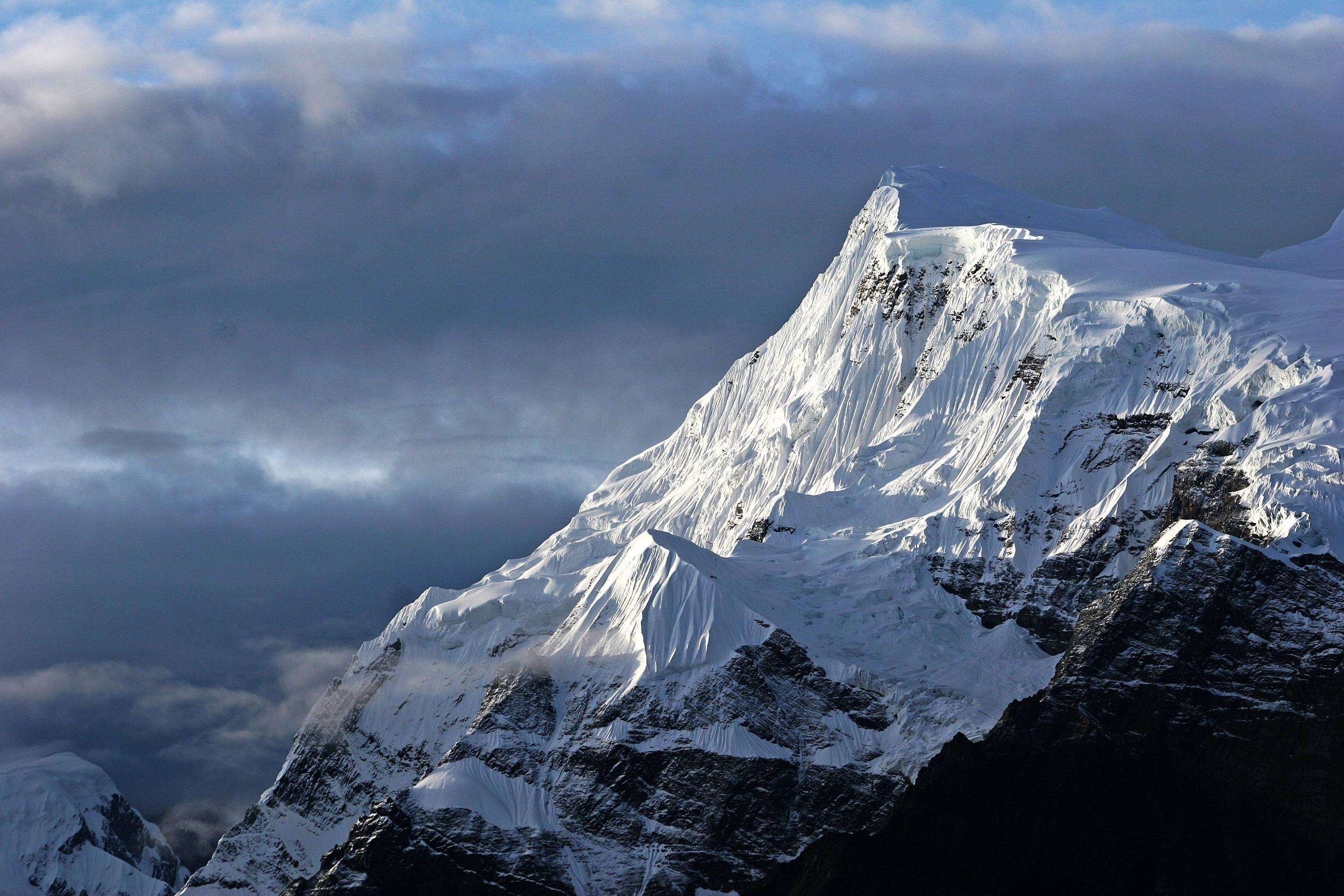 Annapurna Iii Taken From The Annapurna Circuit Nepal Mountain Wallpaper Mountain Landscape Mountain Images