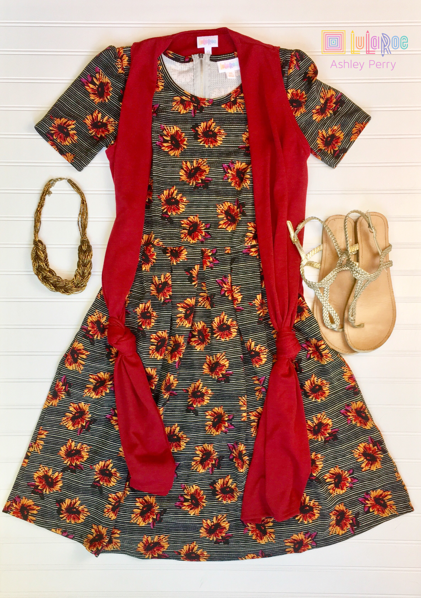 87e063a282f75 This LuLaRoe Sunflower Amelia is love! Pairs with a Joy for some light  layering. ❤️