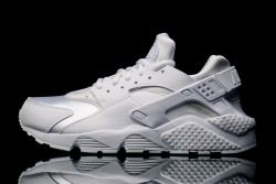 16cd813066a Learn how to spot fake Nike Air Huarache Run's with this detailed 29 ...