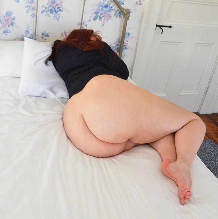 Curvy sexy lady carina
