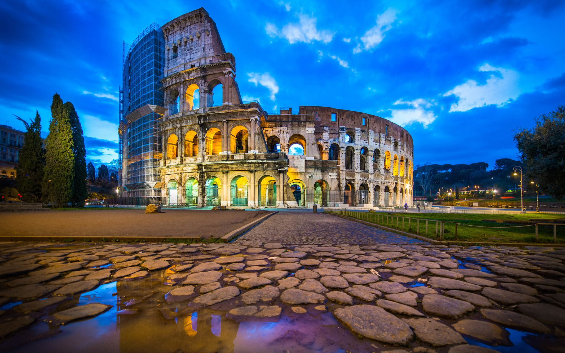 Download Wallpaper Night Colosseum - b2f56817b7d3efdce36c5aee61912074  Pic.jpg
