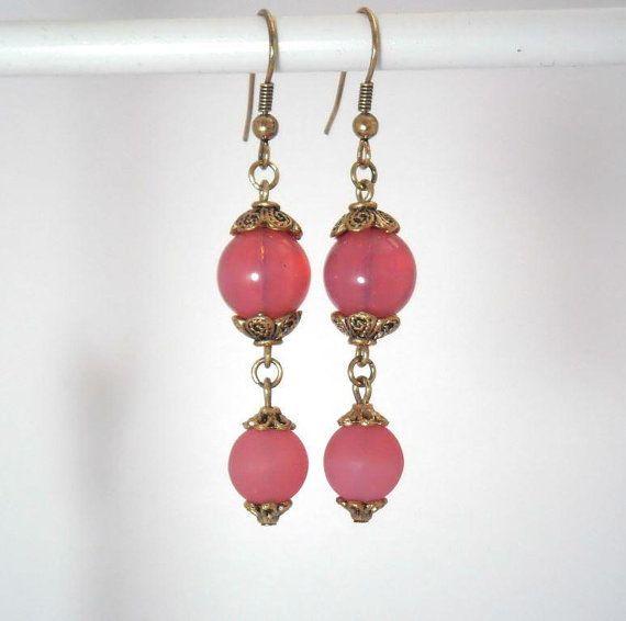 Boucles d'oreille en perles de verre rose vif doré par kalaniparis