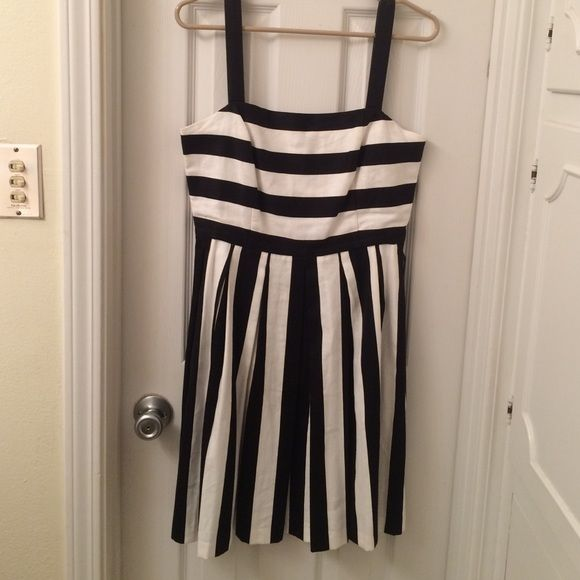 LOFT black/white striped sundress LOFT black/white striped sundress. This dress is perfect for spring & summer!! It's pleated style would look great paired with flats or heals with a pop of color!! Size 4. EUC only worn two times. LOFT Dresses